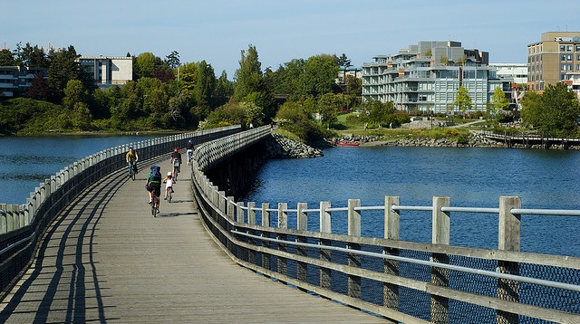 how to get from swartz bay to downtown victoria